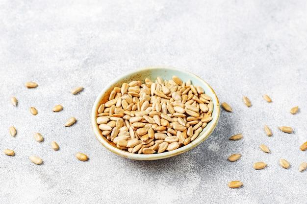 Varias semillas: sésamo, semillas de lino, semillas de girasol, semillas de calabaza para ensaladas.