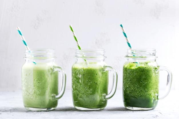 Variedad de batido verde.