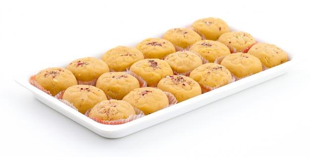 La variedad de comida dulce india más popular de peda