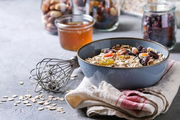 Variedad de frutos secos y nueces.