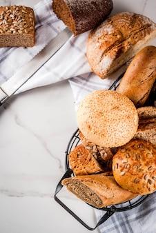 Variedad de pan integral casero