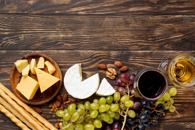 Variedad de quesos para degustación de vinos.