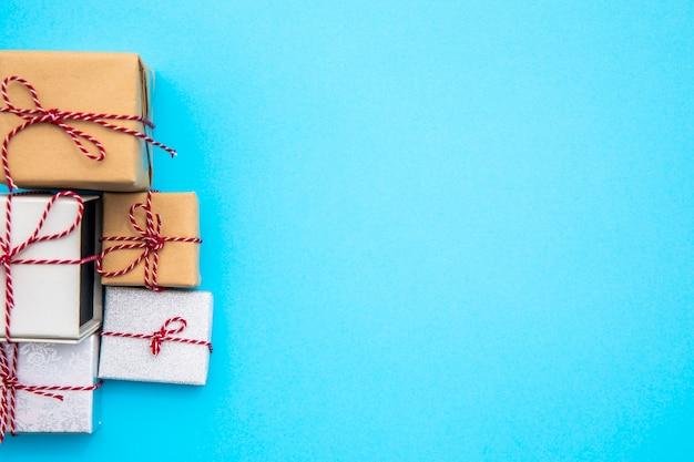 Variedad de regalos con copia espacio.