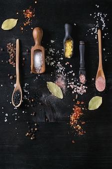Variedad de sal de colores.