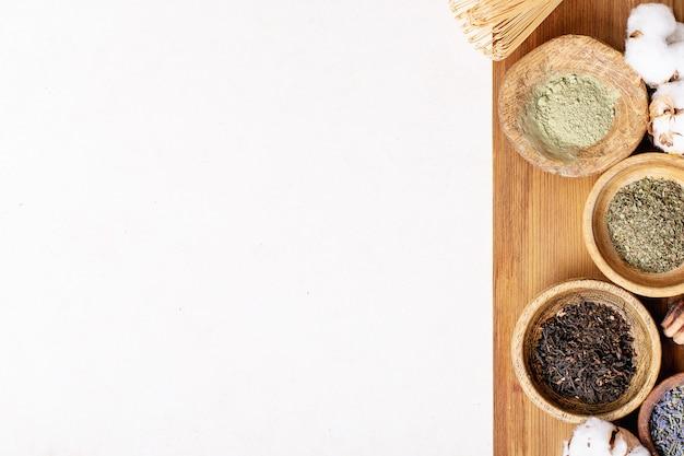 Variedad de té verde, negro y matcha.