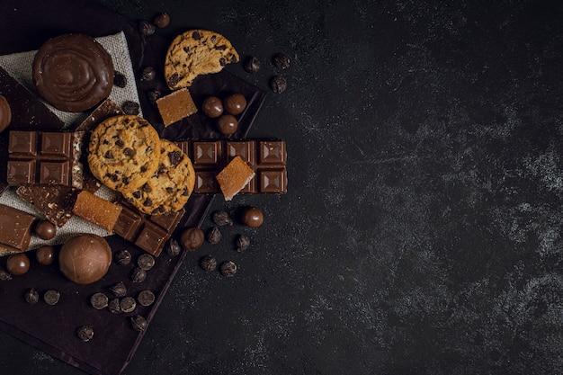 Variedad de tipos mixtos de chocolate.