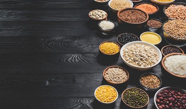 Varios cereales, granos, semillas y frijoles.
