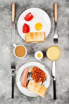 Varios desayuno saludable en el espacio gris. vista superior. espacio de comida