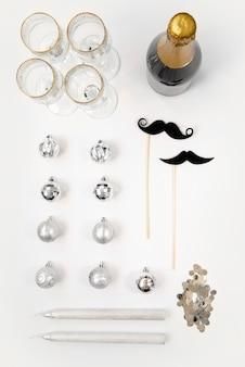Varios elementos y bebidas para un año nuevo perfecto.