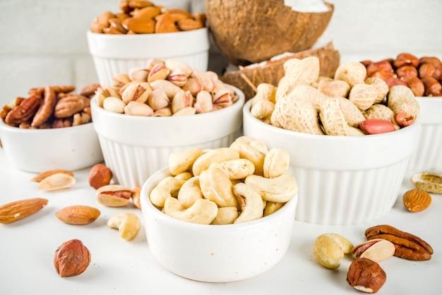 Varios frutos secos orgánicos