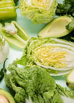 Varios tipos de ensalada deliciosa.