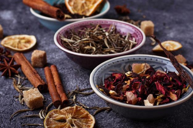 Varios tipos de té seco
