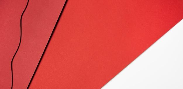 Varios tonos de papel rojo.