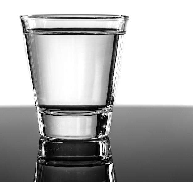 Un vaso de agua macro shot