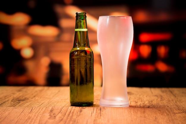 Vaso y botella de cerveza