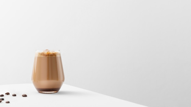 Vaso de café en la mesa