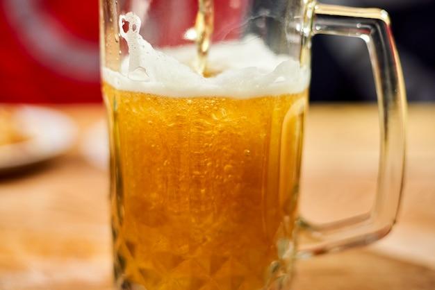 Un vaso de cerveza astuta