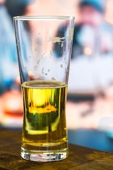 Un vaso de cerveza fría fotografía macro