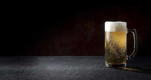 Un vaso de cerveza ligera