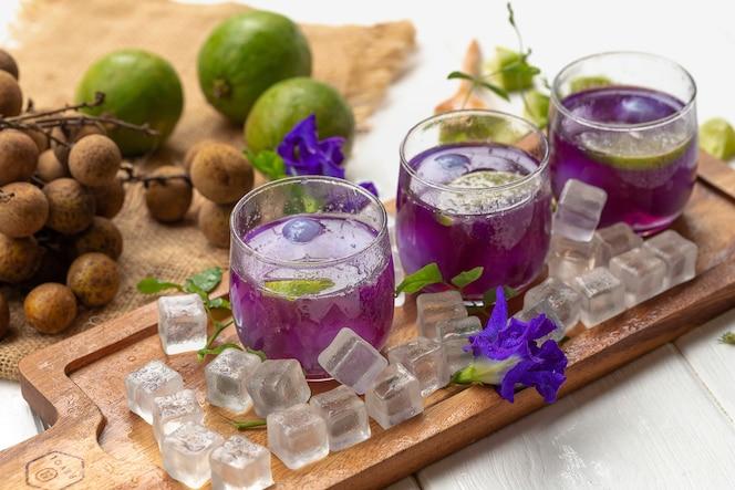 Vaso de jugo de limón
