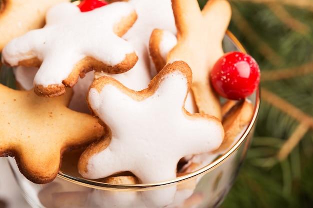 Vaso de galletas navideñas