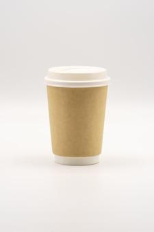 Vaso de papel vacío con tapa blanca, lugar para logotipo