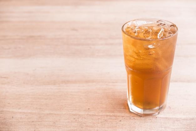 Vaso de té de limón hielo