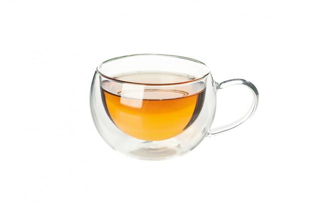 Vaso de té de manzanilla aislado