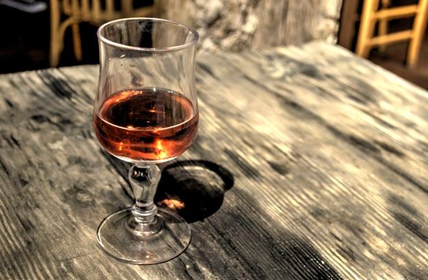 Vaso de vino rosado