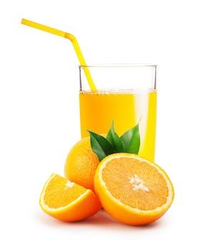 Vaso de zumo de naranja y naranjas