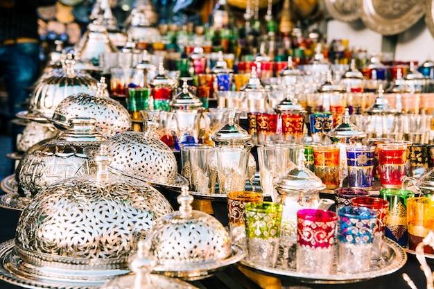 Vasos en mercado en marruecos
