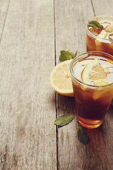 Vasos de té helado