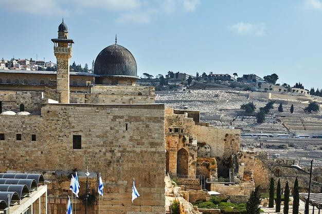 Vea la mezquita onl-aqsa desde la antigua muralla de la ciudad