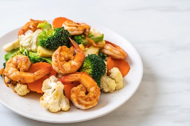 Vegetales mixtos salteados con camarones