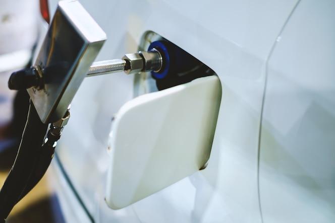Vehículo blanco de reabastecimiento de combustible de un vehículo de gas natural (gnv), un vehículo de combustible alternativo