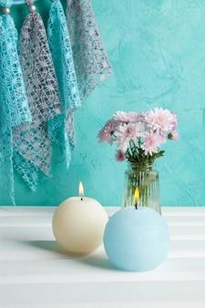 Velas de aroma azul y crema