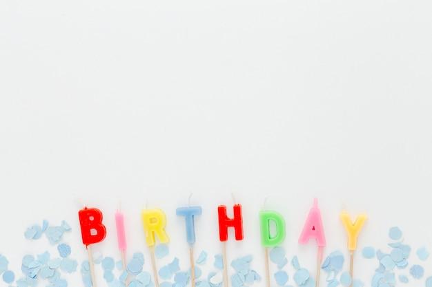 Velas de cumpleaños con espacio de copia