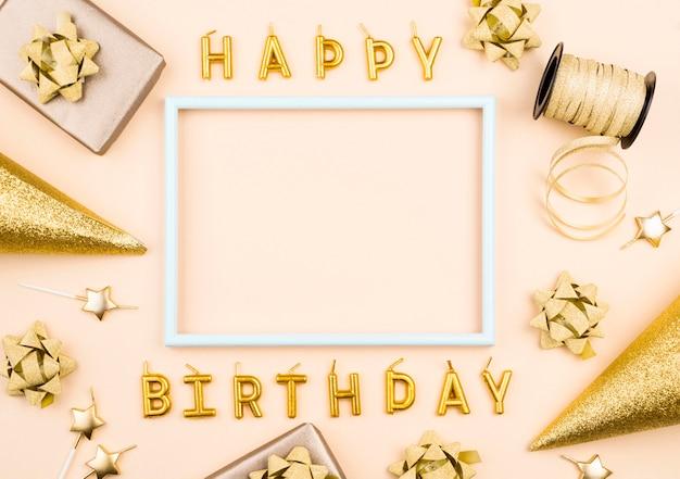 Velas de cumpleaños con presente plano