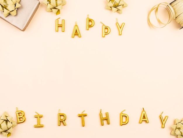 Velas de cumpleaños con vista superior actual