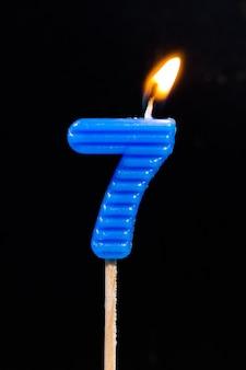 Velas de aniversario de cumpleaños que muestran el número. 7