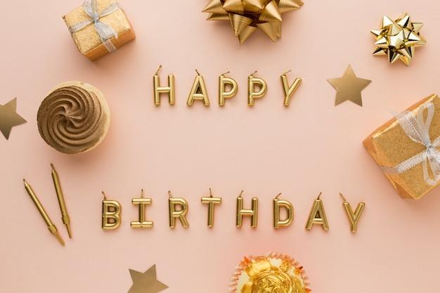 Velas doradas con feliz cumpleaños
