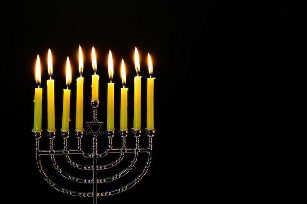 Las velas encendidas de janucá. hanukkah.