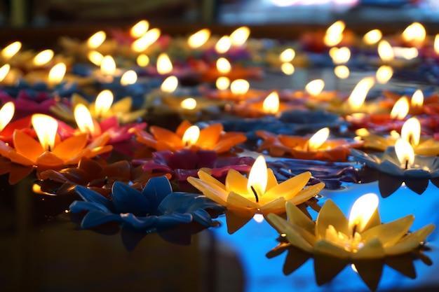 Velas flotantes de colores
