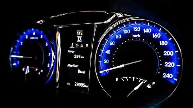 Velocímetro del tablero de instrumentos del coche digital