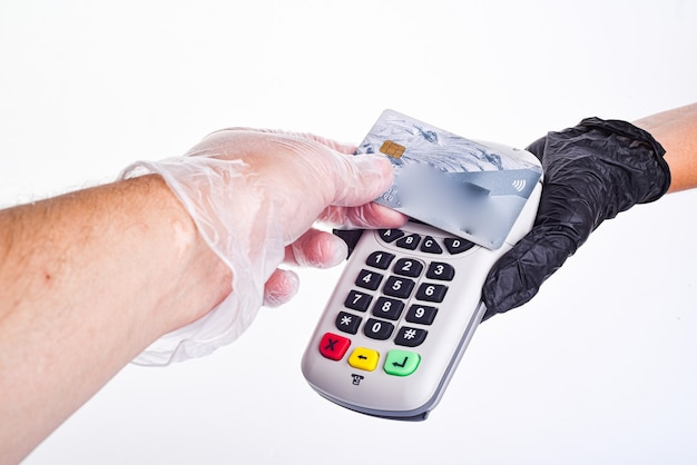 Vende envía un terminal de pago.
