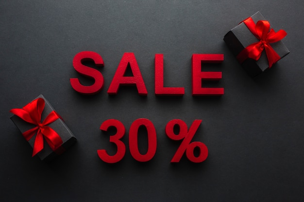 Venta con treinta por ciento de descuento y regalos