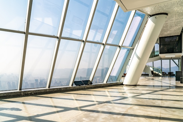 Ventana de cristal del edificio de oficinas