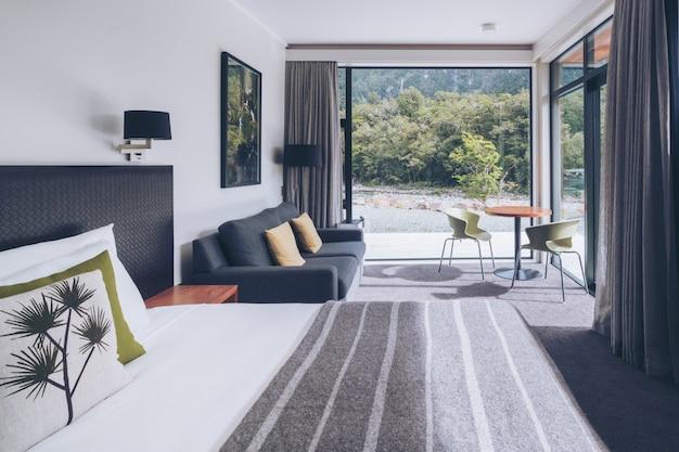 Ventana de interior de dormitorio moderno australiano