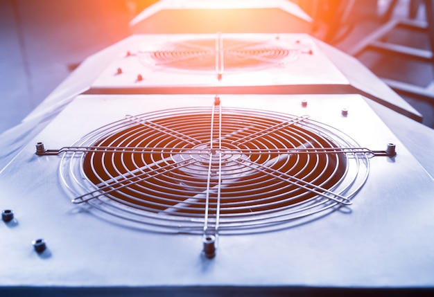 Ventilación de aire acondicionado industrial de metal. hvac. ventilador.