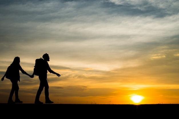 Ver arriba caminando dos libertad